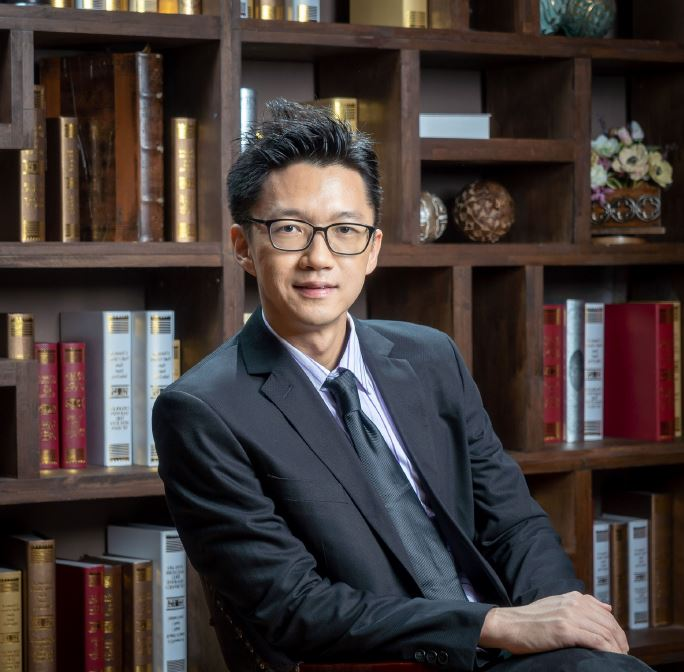 劉英健博士 (Dr. Adrian Low)